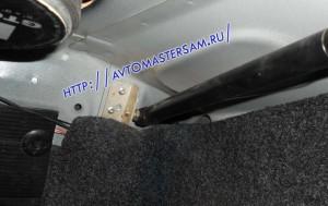 Кронштейн закреплен по месту к стенке багажника Нексии.